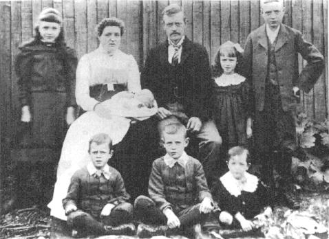 Charles George Hollyer & family 1901